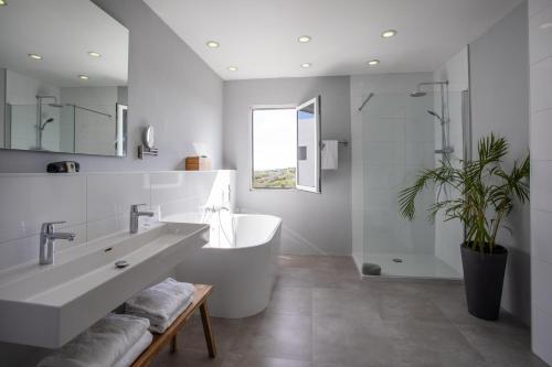 Een badkamer bij CuraVilla