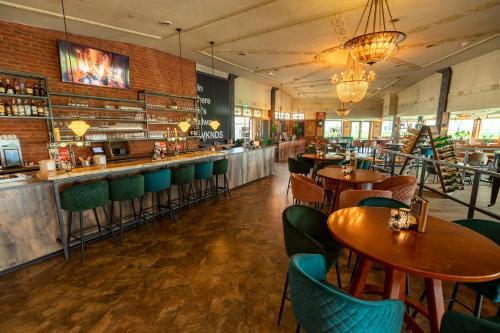 Een restaurant of ander eetgelegenheid bij Amicitia Hotel Sneek