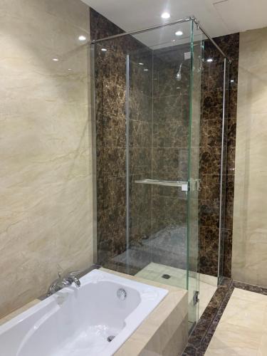 Um banheiro em Ayan furnished units and Suites