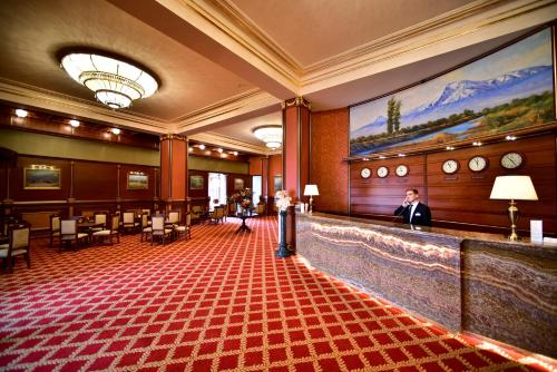 Лобби или стойка регистрации в METROPOL HOTEL Yerevan