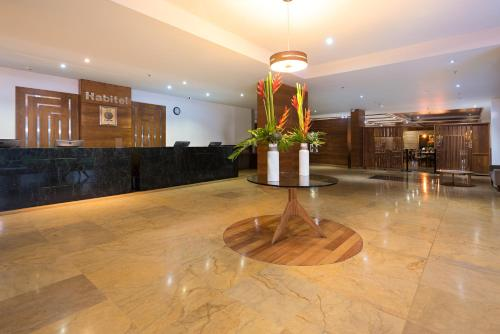 The lobby or reception area at Hotel Habitel Select
