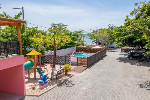 Uma vista da piscina em Pousada Baía dos Açores ou nos arredores