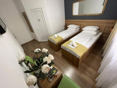 A bed or beds in a room at Guesthouse Check In