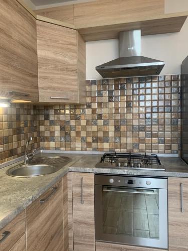 Кухня или мини-кухня в Апартаменты на Горького 96