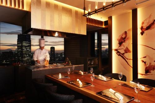 A restaurant or other place to eat at ANA InterContinental Tokyo, an IHG Hotel