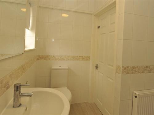 A bathroom at Gail's Guest House