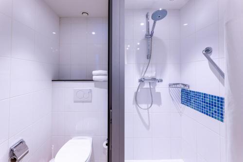 Een badkamer bij Holiday Inn Express Gent