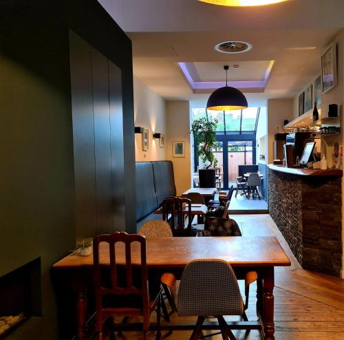A restaurant or other place to eat at Hotel Het Menneke
