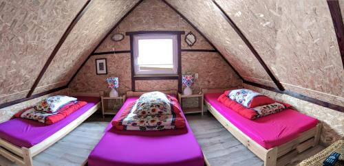 Łóżko lub łóżka w pokoju w obiekcie Agroturystyka Husinka pl