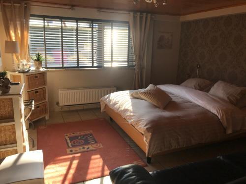 Een bed of bedden in een kamer bij B&B Eb & Vloed
