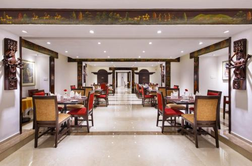A restaurant or other place to eat at Hotel Shanker