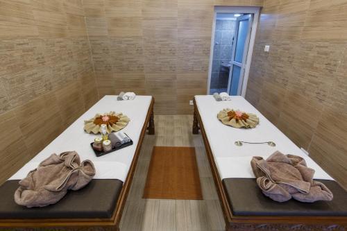 A bathroom at Hotel Shanker