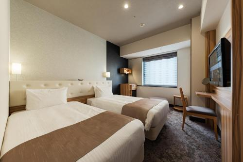 A bed or beds in a room at Hotel Villa Fontaine Grand Tokyo-Shiodome