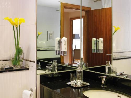 Cuisine ou kitchenette dans l'établissement The Connacht Hotel