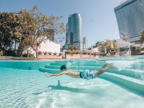The swimming pool at or close to Grand Hyatt Erawan Bangkok
