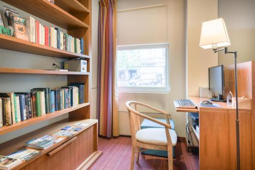 De bibliotheek in het hotel