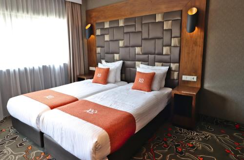 A bed or beds in a room at XO Hotels Park West