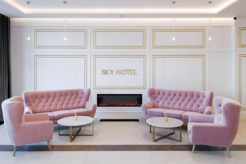 A seating area at Sky Hotel Krakow