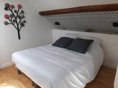 Un ou plusieurs lits dans un hébergement de l'établissement La Ferme du Moulin - SPA et Piscine