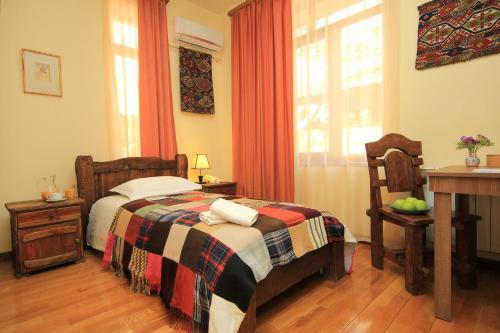 Кровать или кровати в номере Silk Road Hotel