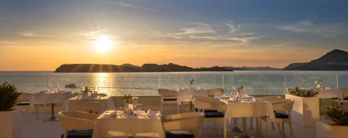 Restauracja lub miejsce do jedzenia w obiekcie Dubrovnik President Valamar Collection Hotel