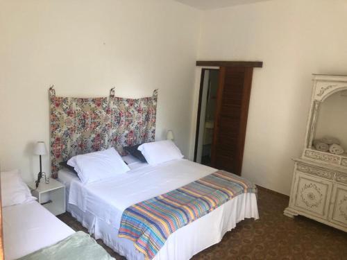 A bed or beds in a room at Cama&Café Solar dos Limoeiros