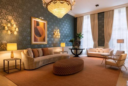 A seating area at Grand Hotel Casselbergh Brugge