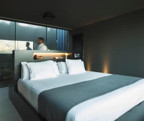 A bed or beds in a room at VIVOOD Landscape Hotel & Spa - Adults Only