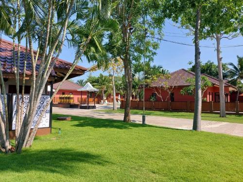 A garden outside Baan Mesuk Hua Hin Spa and Resort