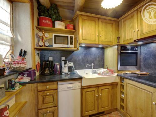 A kitchen or kitchenette at Gîte Estivareilles, 3 pièces, 4 personnes - FR-1-496-43