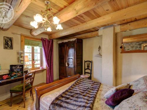 A bed or beds in a room at Gîte Estivareilles, 3 pièces, 4 personnes - FR-1-496-43