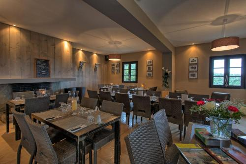 A restaurant or other place to eat at U Santu Petru