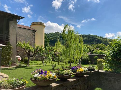A garden outside B&B Corte Seguini