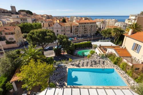 A view of the pool at The Originals Boutique, Hôtel des Orangers, Cannes (Inter-Hotel) or nearby