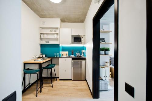 A kitchen or kitchenette at Youniq Gdansk