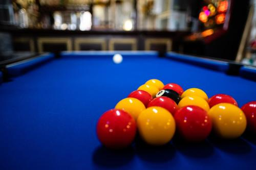 A billiards table at Shore Stay Guest House