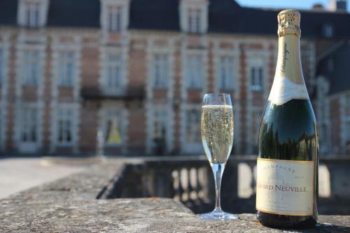 Drinks at Le Château D'Etoges - Les Collectionneurs