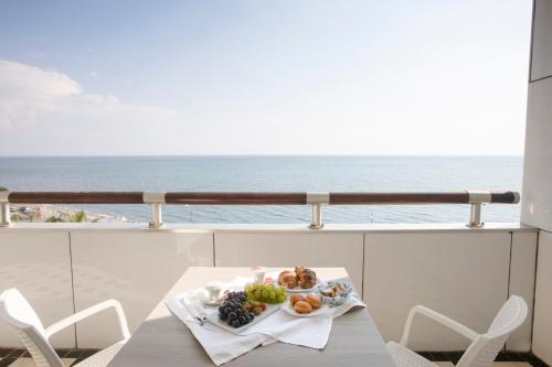 A balcony or terrace at Grand Hotel Salerno