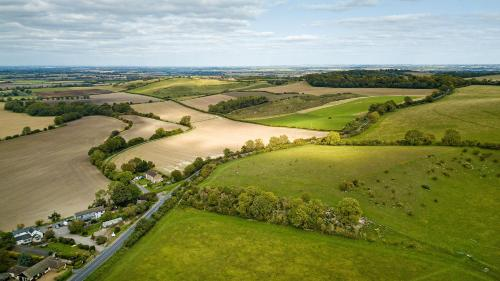 A bird's-eye view of Oak Chalet Country Hideaway In Hitchin