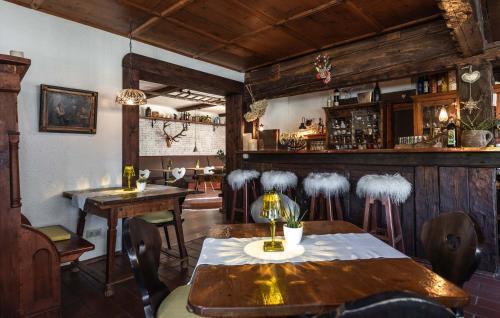 A restaurant or other place to eat at Das Halali - dein kleines Hotel an der Zugspitze