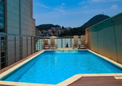 المسبح في Berkeley Hotel & Day Spa أو بالجوار