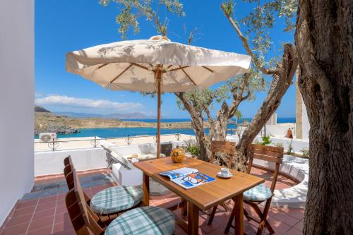 A restaurant or other place to eat at Maris Lindos Suites & Apartments