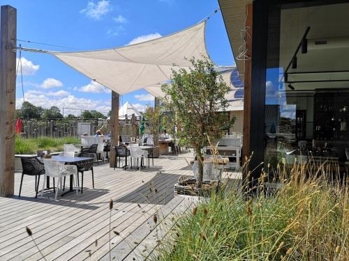 Een restaurant of ander eetgelegenheid bij Zonneweelde, Vakantie aan Zee