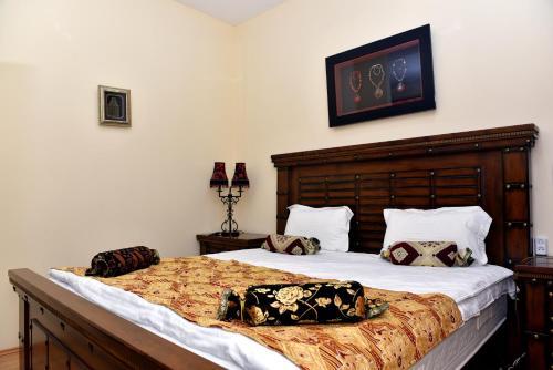 Cama ou camas em um quarto em Ansera 55 Hotel Sheki