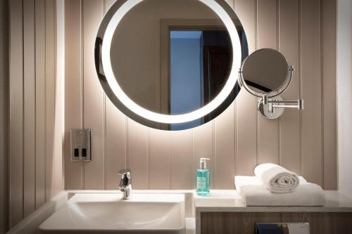A bathroom at Jurys Inn Edinburgh