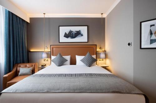 A bed or beds in a room at Jurys Inn Edinburgh