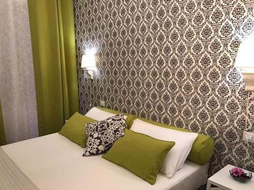 A bed or beds in a room at gia'Notte BB Salerno Centro