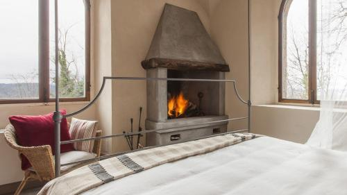 A bed or beds in a room at Castello di Gabiano
