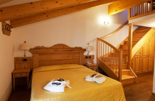A bed or beds in a room at Campiglio Bellavista