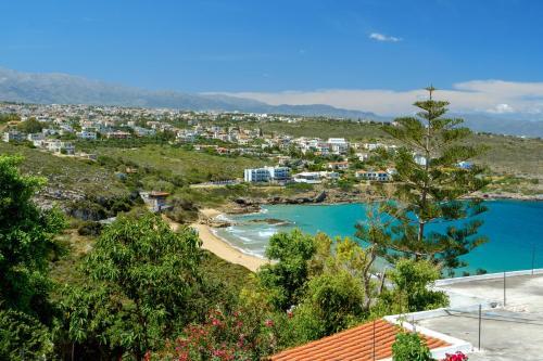 Vista sulla piscina di Seashore Apartments o su una piscina nei dintorni